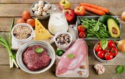 Κατάταξη των φρέσκων λαχανικών και των κρεάτων για την υγιεινή διατροφή Στοκ φωτογραφία με δικαίωμα ελεύθερης χρήσης