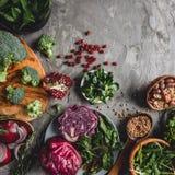 Κατάταξη των φρέσκων οργανικών τροφίμων λαχανικών αγροτών για τη vegan τη χορτοφάγες διατροφή και διατροφή μαγειρέματος στοκ φωτογραφίες με δικαίωμα ελεύθερης χρήσης