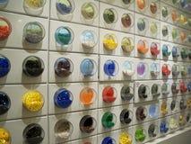 Κατάταξη των χρωματισμένων τούβλων Lego Στοκ Φωτογραφίες
