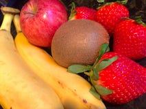 Κατάταξη φρούτων με το ακτινίδιο Στοκ φωτογραφίες με δικαίωμα ελεύθερης χρήσης