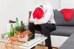 Κατάχρηση οινοπνεύματος κατά τη διάρκεια της περιόδου διακοπών Στοκ Φωτογραφία