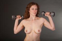 Κατάλληλη Nude Redhead γυναίκα Στοκ φωτογραφίες με δικαίωμα ελεύθερης χρήσης