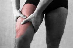 Κατάλληλος μυς ποδιών πόνου μηρών πόνου quadriceps femoris Στοκ Φωτογραφίες