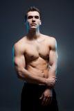 Κατάλληλος νέος αθλητής. Στοκ εικόνες με δικαίωμα ελεύθερης χρήσης
