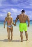 Κατάλληλο ζεύγος στην παραλία Στοκ φωτογραφίες με δικαίωμα ελεύθερης χρήσης