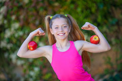 Κατάλληλο υγιές ισχυρό παιδί κοριτσιών Στοκ Φωτογραφία