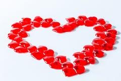 κατά μήκος της ανασκόπησης το χρώμα έρευσε βαλεντίνος σειρών καρδιών χωρίς ραφή Κόκκινη αφηρημένη ταπετσαρία βαλεντίνων κολάζ σκη στοκ φωτογραφία με δικαίωμα ελεύθερης χρήσης