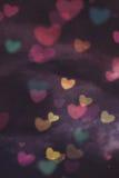 κατά μήκος της ανασκόπησης το χρώμα έρευσε βαλεντίνος σειρών καρδιών χωρίς ραφή Στοκ Εικόνες