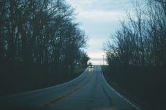 Κατά μήκος του δασώδους δρόμου στοκ εικόνες