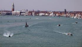 Κατά μήκος του μεγάλου καναλιού Βενετία στοκ φωτογραφία με δικαίωμα ελεύθερης χρήσης