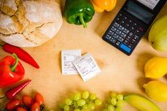 Κατάλογος μετρητών και ο λογαριασμός στον πίνακα Στοκ Εικόνες
