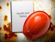 Κατάλογος υγειών και ασφαλειών με το κράνος Στοκ φωτογραφία με δικαίωμα ελεύθερης χρήσης