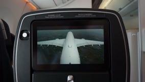 Κατά την πτήση οι οθόνες ψυχαγωγίας παρουσιάζουν στο εξωτερικό ζωντανή άποψη καμερών απόθεμα βίντεο