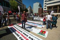 Κατά τη διάρκεια του εορτασμού της ημέρας Μαΐου στο κέντρο της πόλης Γενική συνομοσπονδία των πορτογαλικών εργαζομένων στοκ φωτογραφία