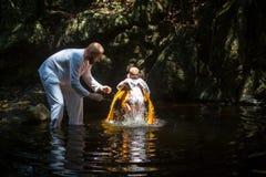 Κατά τη διάρκεια του χριστιανικού ορθόδοξου βαπτίσματος μυστηρίου Υπάρχουν αυτήν την περίοδο 10 ορθόδοξες κοινότητες στην Ταϊλάνδ Στοκ Φωτογραφία