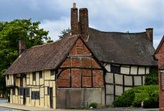 Κατά το ήμισυ εφοδιασμένο με ξύλα ξύλινο και σπίτι τούβλου, Αγγλία Στοκ φωτογραφία με δικαίωμα ελεύθερης χρήσης