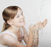 καταβρέχοντας ύδωρ κοριτ Στοκ Φωτογραφία
