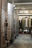 Καταθέσεις για τη ζύμωση και την κατασκευή κρασιού σε Azeitao, Πορτογαλία Στοκ Φωτογραφία
