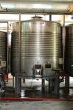 Καταθέσεις για τη ζύμωση και την κατασκευή κρασιού σε Azeitao, Πορτογαλία Στοκ Εικόνες