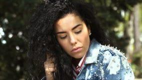 Καταθλιπτική ταλάντευση γυναικών στην ταλάντευση απόθεμα βίντεο