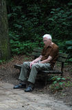 καταθλιπτικός ηληκιωμέν&omi Στοκ φωτογραφίες με δικαίωμα ελεύθερης χρήσης