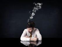 Καταθλιπτικός επιχειρηματίας με το καπνίζοντας κεφάλι Στοκ εικόνες με δικαίωμα ελεύθερης χρήσης