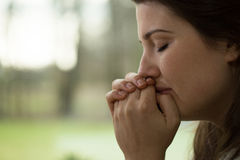 Καταθλιπτικό νέο να φωνάξει γυναικών