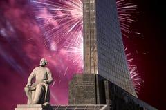 Κατακτητές του διαστημικού μνημείου στο πάρκο υπαίθρια Cosmonautics του μουσείου και των πυροτεχνημάτων, Μόσχα, Ρωσία Στοκ φωτογραφία με δικαίωμα ελεύθερης χρήσης