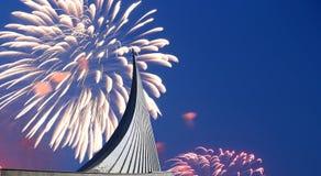 Κατακτητές του διαστημικού μνημείου στο πάρκο υπαίθρια Cosmonautics του μουσείου και των πυροτεχνημάτων, Μόσχα, Ρωσία Στοκ Εικόνες