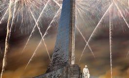 Κατακτητές του διαστημικού μνημείου στο πάρκο υπαίθρια Cosmonautics του μουσείου και των πυροτεχνημάτων, Μόσχα, Ρωσία Στοκ Φωτογραφία