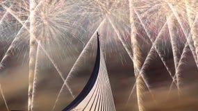 Κατακτητές του διαστημικού μνημείου στο πάρκο υπαίθρια Cosmonautics του μουσείου και των πυροτεχνημάτων, Μόσχα, Ρωσία Στοκ εικόνες με δικαίωμα ελεύθερης χρήσης