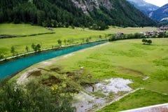 κατακόρυφος ποταμών πανοράματος βουνών 3 εικόνων hdr Αλπική όψη Στοκ Φωτογραφία