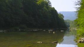κατακόρυφος ποταμών πανοράματος βουνών 3 εικόνων hdr απόθεμα βίντεο