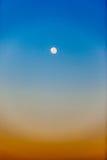 Κατακόρυφος πρωινού χρωμάτων ουρανού πανσελήνων Στοκ εικόνα με δικαίωμα ελεύθερης χρήσης