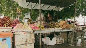 Κατακλυσμός, τρόφιμα οδών, Καμπότζη, Νοτιοανατολική Ασία απόθεμα βίντεο