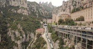 Καταλωνία, Ισπανία santa de Μαρία Μοντσερράτ Benedictine αβαείο στο βουνό του Μοντσερράτ, σε Monistrol de Μοντσερράτ, μέσα απόθεμα βίντεο