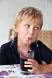 κατανάλωση αγοριών Στοκ φωτογραφία με δικαίωμα ελεύθερης χρήσης