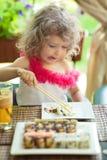 κατανάλωση παιδιών καφέδω& Στοκ Φωτογραφίες