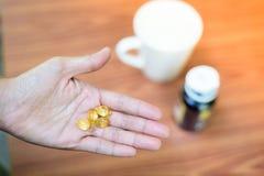 Κατανάλωση της βιταμίνης στοκ φωτογραφία