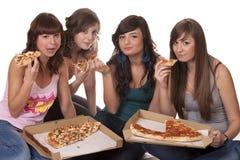 κατανάλωση της πίτσας φίλ&omeg Στοκ φωτογραφίες με δικαίωμα ελεύθερης χρήσης
