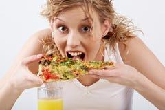 κατανάλωση της πίτσας Στοκ Εικόνες