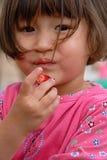 κατανάλωση της φράουλας Στοκ Φωτογραφίες