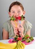 κατανάλωση του κοριτσιού καρπού Στοκ εικόνες με δικαίωμα ελεύθερης χρήσης