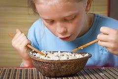 κατανάλωση του ρυζιού Στοκ Φωτογραφίες