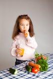 κατανάλωση των λαχανικών Στοκ Φωτογραφίες