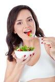 κατανάλωση των φρέσκων νεολαιών σαλάτας κοριτσιών Στοκ Εικόνες