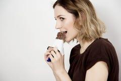 κατανάλωση σοκολάτας στοκ εικόνες με δικαίωμα ελεύθερης χρήσης