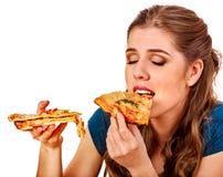 κατανάλωση της γυναίκας πιτσών Ο σπουδαστής καταναλώνει το γρήγορο φαγητό στον πίνακα Στοκ Φωτογραφία