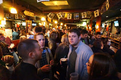 Κατανάλωση της μπύρας την ημέρα Αγίου Patricks Στοκ φωτογραφία με δικαίωμα ελεύθερης χρήσης