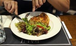 Κατανάλωση της πίτας Στοκ εικόνα με δικαίωμα ελεύθερης χρήσης